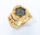 Mourning ring containing a lock of the Emperor Napoleon's hair, gold, English, hallmarked 1822