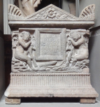 Roman cinerarium with<i> genii</i> holding reversed torches at the corners